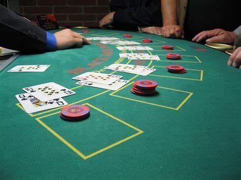 Explication du déroulement d'une partie de blackjack